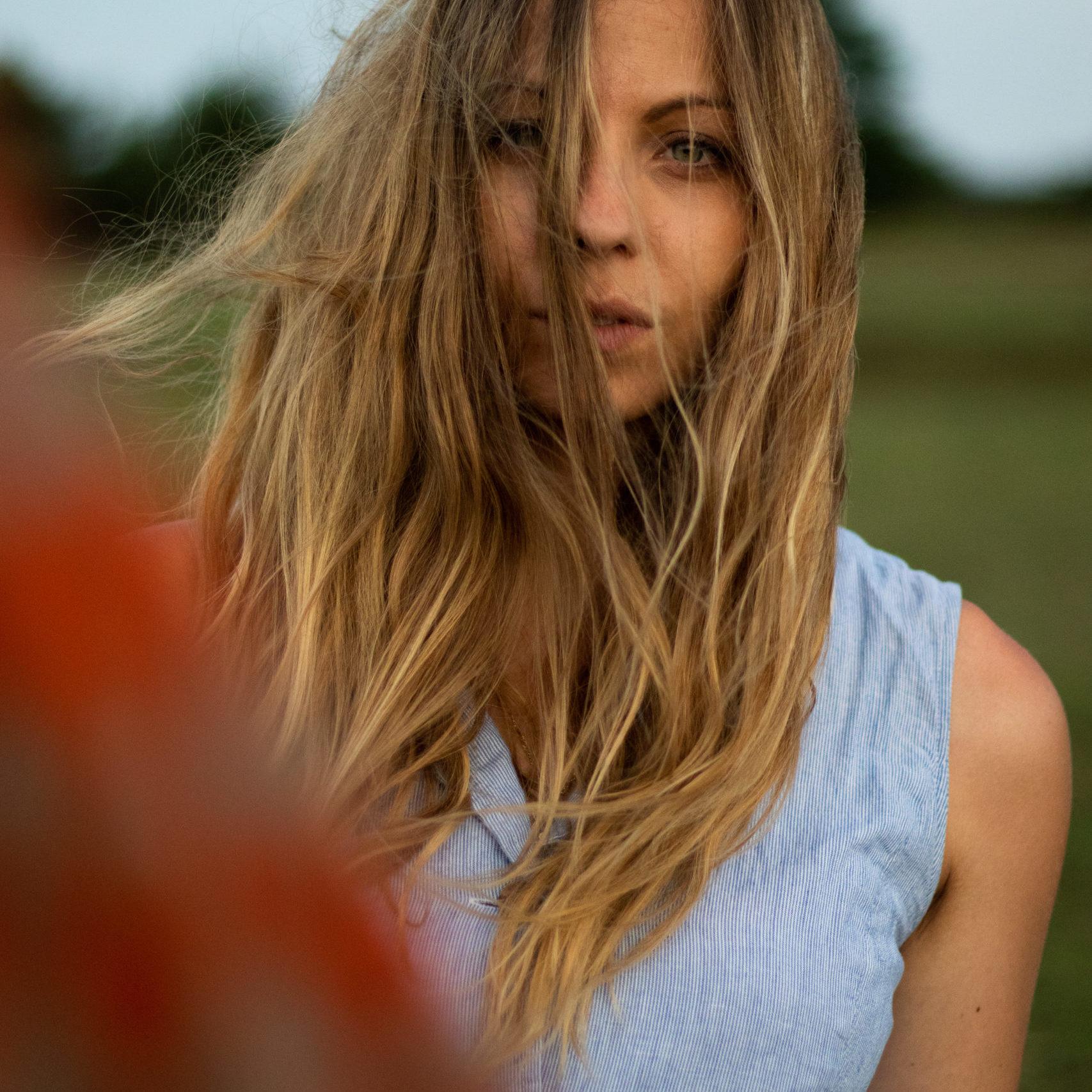 photo portrait femme vent