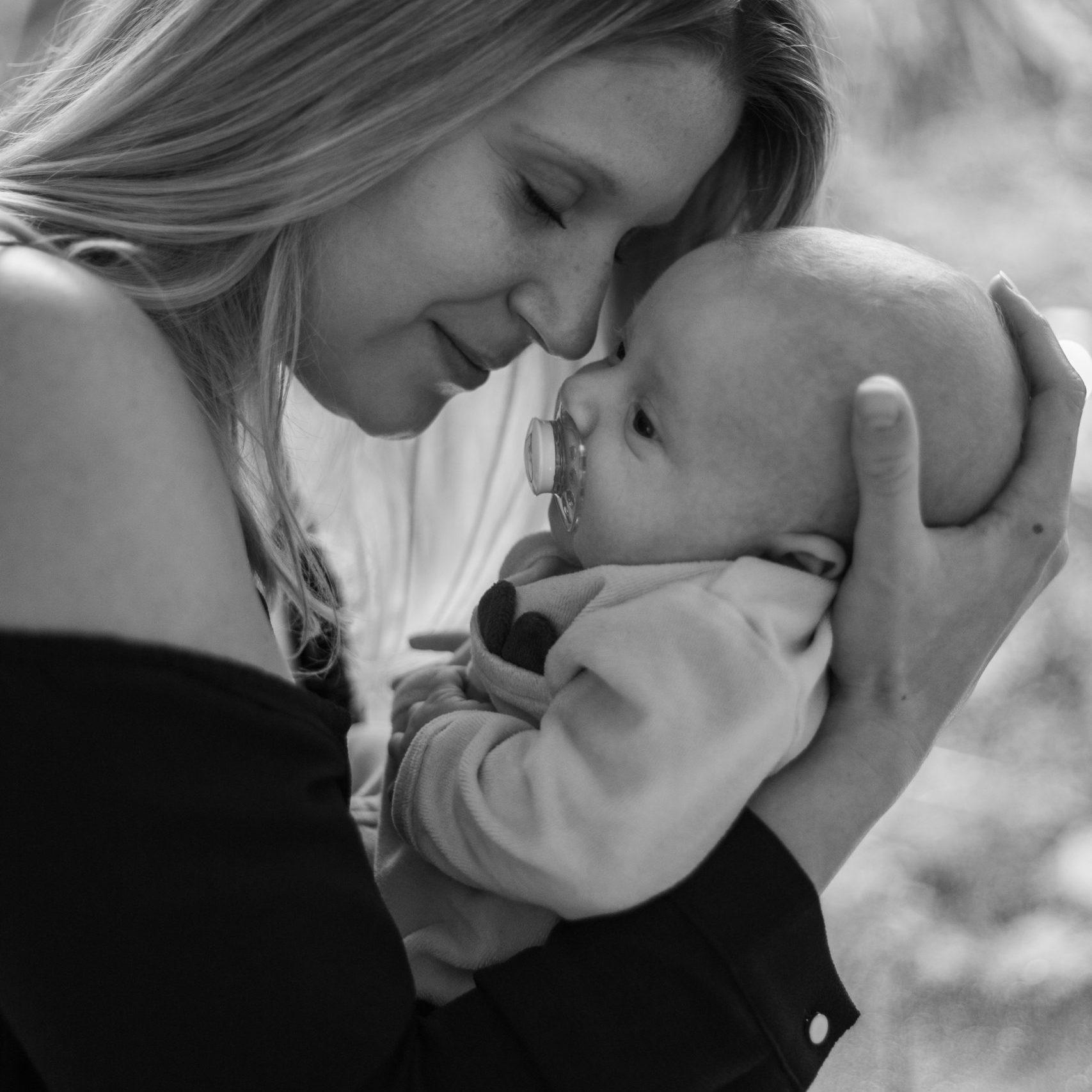 photo naissance famille portrait noir et blanc
